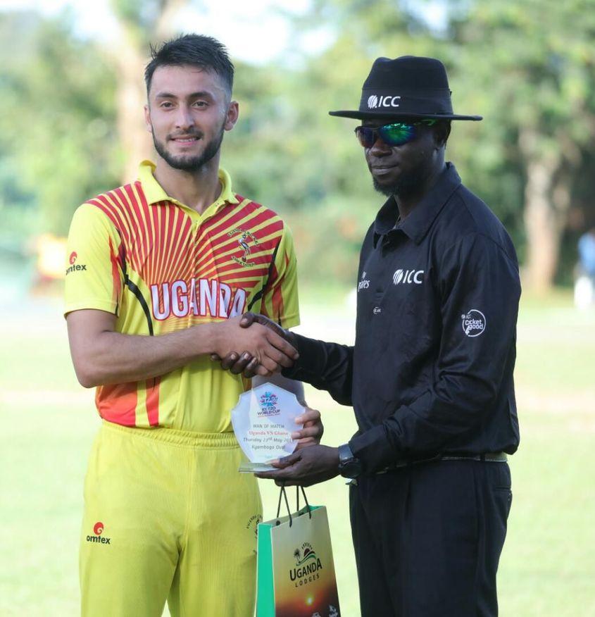 Player of the match Riazat Ali Shah receives his award from Nigerian umpire Kehinde Olanbiwonnu  (1)
