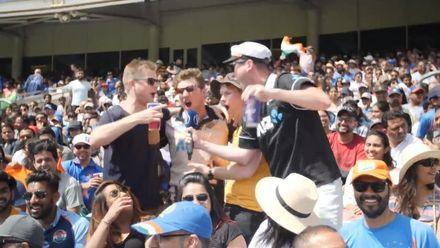 CWC19 WU4: Ind v NZ – India and Kiwi fans battle it out in the stands!