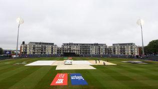 Rain falls at Bristol County Ground