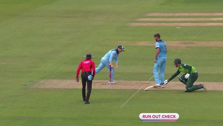 CWC19: Eng v SA – Pretorius is run out by the home skipper