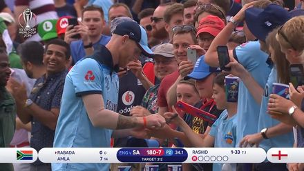 CWC19: Eng v SA – Stokes gives out autographs after his brilliant catch