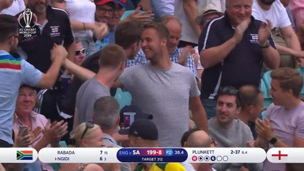 CWC19: Eng v SA – Good catch in the crowd!