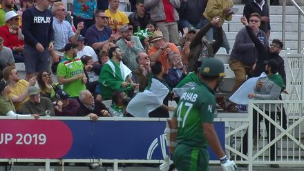 CWC19: WI v Pak – Wahab is caught in the crowd!
