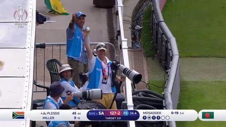 CWC19: SA v BAN - Cameraman pouches du Plessis' towering six