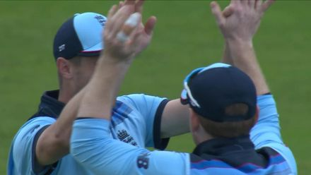 CWC19: Eng v Pak - Babar goes after another good catch from Woakes off Moeen