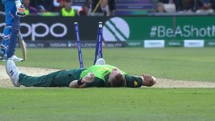 CWC19: SA v IND - Morris catch in slo-mo