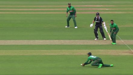 CWC19: BAN v NZ - Munro chips it to mid-wicket