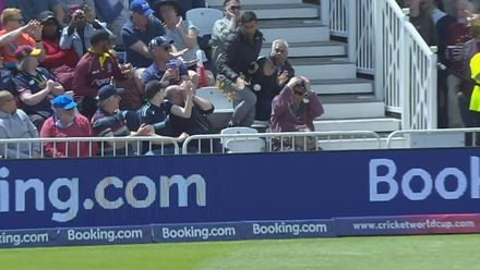 CWC19: AUS v WI - Elma meets fan who lost his chips trying to catch a six
