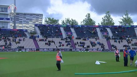 CWC19: Gayle entertains the fans during the prolonged rain delay
