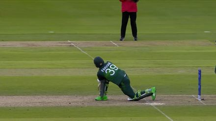CWC19: IND v PAK - Fakhar is caught at short fine leg sweeping
