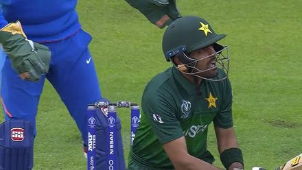CWC19: IND v PAK - Babar Azam strikes Pakistan's second six