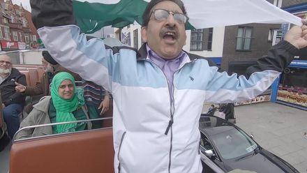 CWC19: IND v PAK - Pakistan fans paint Manchester green