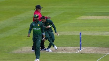 CWC19: IND v PAK - Shoaib nearly runs into the umpire