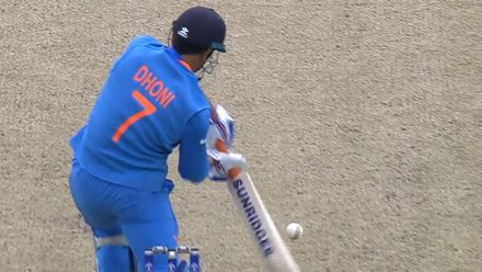 CWC19: IND v PAK - Dhoni feathers behind to give Amir his second wicket