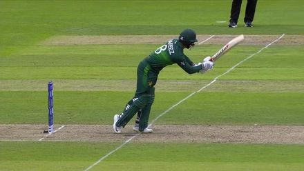 CWC19: IND v PAK - Hafeez is caught in the deep off the bowling of Pandya
