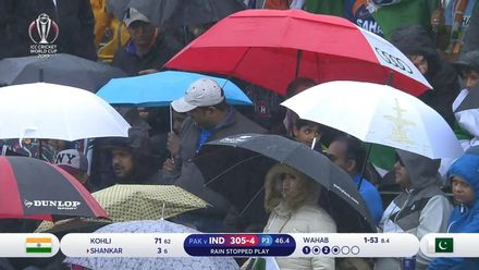 CWC19: IND v PAK - Rain briefly interrupts the Indian innings
