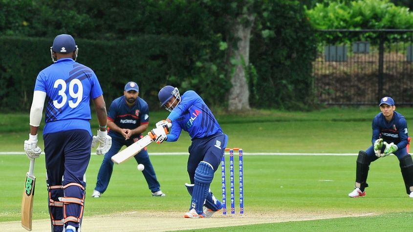 190615 18 Manpreet Singh is beaten outside off stump by a delivery from Junaid Sheikh