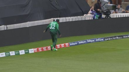 CWC19: WI v BAN - Nifty footwork from Mosaddek saves a four