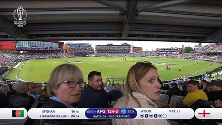 CWC19: ENG v AFG - Beer spill gives two spectators a nasty surprise