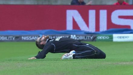 CWC19: NZ v SA - Williamson reaction to missing a run out opportunity