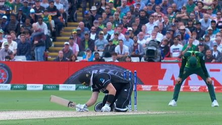 CWC19: NZ v SA - Guptill pirouettes on to his own stumps