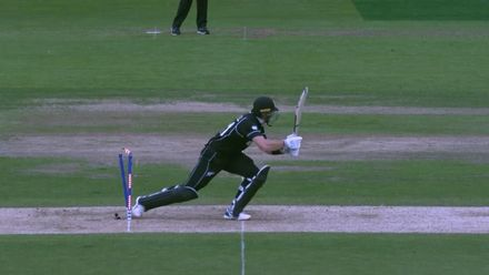 CWC19: NZ v SA - Guptill hit wicket replays