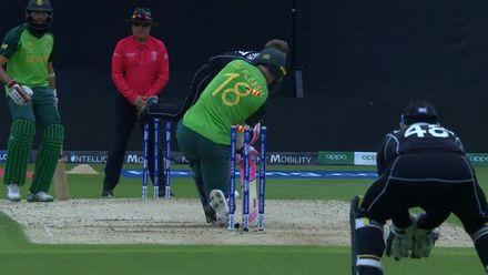 CWC19: NZ v SA - Ferguson bowls du Plessis with a brilliant yorker