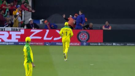 CWC19: AUS v BAN - Crowd catch from Mushfiqur straight six