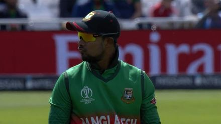 CWC19: AUS v BAN - Warner is dropped by Sabbir at point