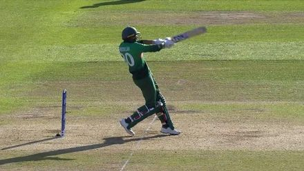 CWC19: AUS v BAN - Mahmudullah pulls it straight to the man in the deep