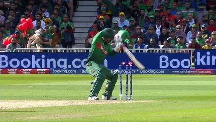 CWC19: AUS v BAN - Tamim chops on from the bowling of Starc