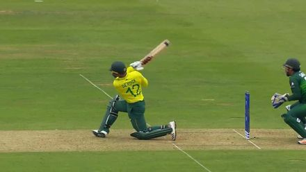 CWC19: Pak v SA - de Kock sweeps for his first six