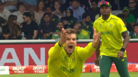 CWC19: Pak v SA - Hafeez is trapped plumb in front by Aiden Markram