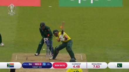 CWC19: Pak v SA - Markram is bowled by Shadab Khan