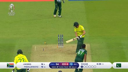 CWC19: Pak v SA - Morris is bowled by Wahab Riaz