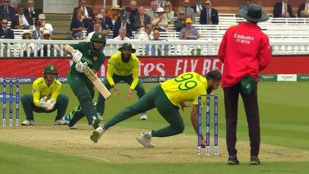 CWC19: Pak v SA - Imran Tahir takes a great catch off his own bowling