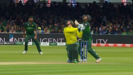 CWC19: Pak v SA - Good catch by Hafeez from van der Dussen skier