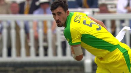 CWC19: ENG v AUS - Starc traps Root in front
