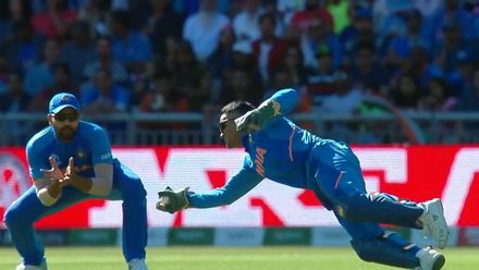 Nissan POTD – Dhoni takes an excellent diving catch