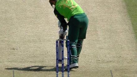 CWC19: SL v SA - Malinga bowls de Kock with a leg stump yorker