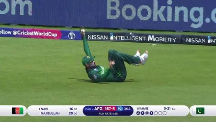 CWC19: PAK v AFG - Mohammad Amir takes an outstanding catch at fine leg