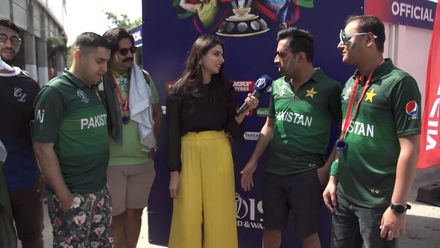 CWC19: Pakistan fans supporting India?!