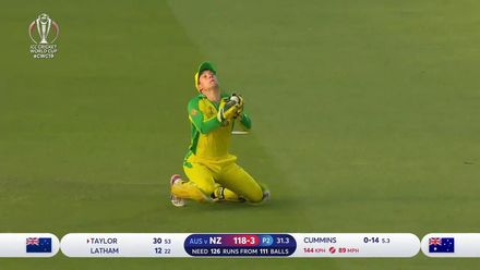 CWC19: NZ v AUS - Carey takes a high catch, Taylor gone
