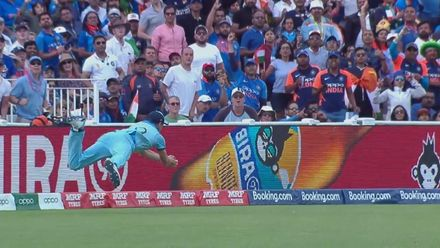 Nissan POTD: Woakes takes a stunning diving catch in the deep