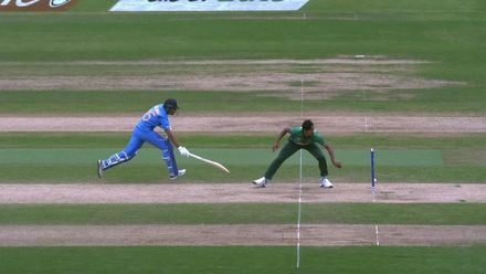 CWC19: BAN v IND - Bhuvneshwar is run out attempting a bye
