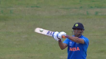 CWC19: BAN v IND - Dhoni skies a short ball