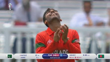 CWC19: PAK v BAN - Mohammad Hafeez holes out to Mehedi Hasan