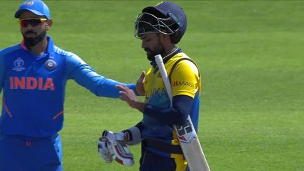 CWC19: SL v IND - Thirimanne takes a blow to the helmet