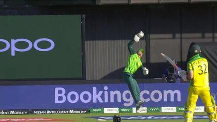 CWC19: AUS v SA - Flying De Kock catch dismisses Maxwell