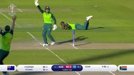 CWC19: AUS v SA - Brilliant glove-work from De Kock runs out Stoinis